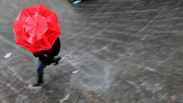 """Allerta meteo: 5 app che ti """"salvano la vita"""""""